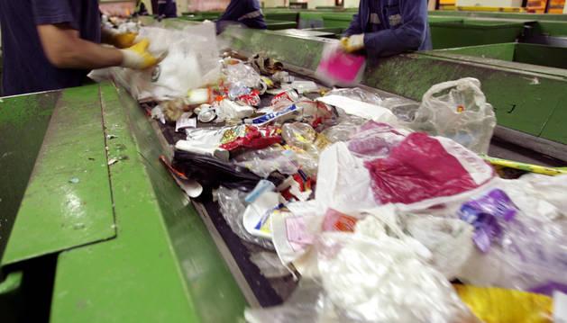 Proceso de separación de basura en el centro de Góngora.
