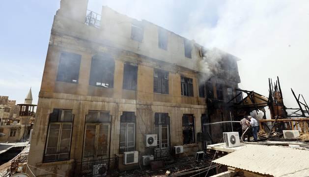 Estos bombardeos y combates se producen pese a que desde el 27 de febrero está en vigor un alto el fuego entre el régimen de Damasco y la oposición.