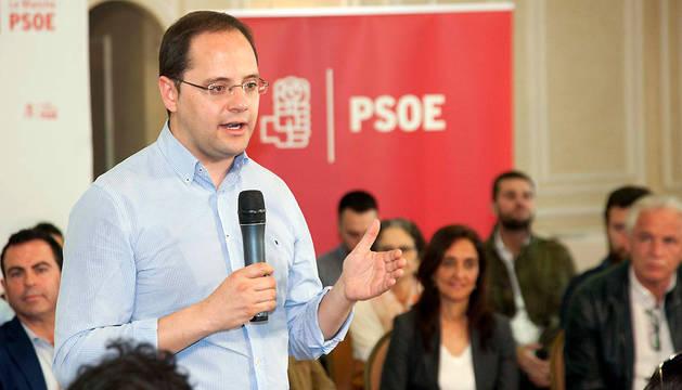 El secretario de Organización del PSOE, César Luena, en la localidad toledana de Talavera de la Reina.