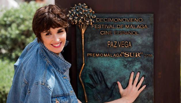 La actriz Paz Vega recibe el Premio Premio Málaga-Sur en el decimonoveno Festival de Cine Español.