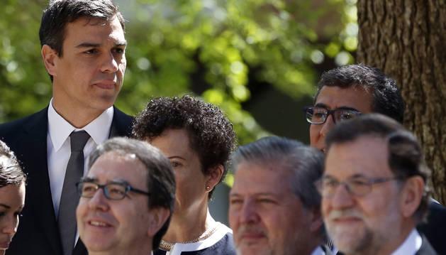 Rajoy y Sánchez, fríos y distantes en la entrega del Premio Cervantes