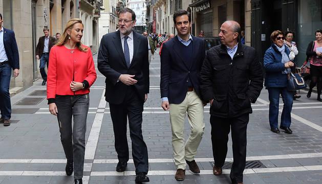 Rajoy, junto a Ana Beltrán, Zalba y Lapazarán en la campaña de mayo en Pamplona.