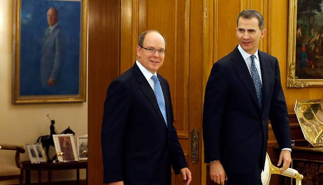 El rey Felipe VI recibe al Príncipe Alberto II de Mónaco en el Palacio de la Zarzuela.