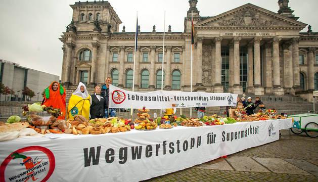 Comer restos: jóvenes alemanes contra el despilfarro de alimentos