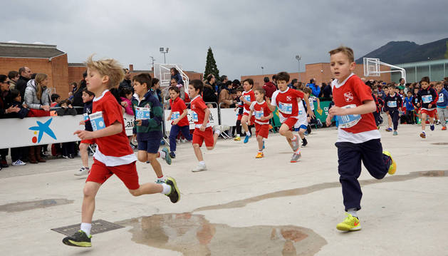 Mil atletas participan en el cross José Javier Esparza