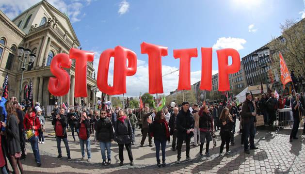 Obama y Merkel se reúnen esta tarde en Hannover para relanzar el TTIP