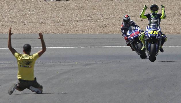 Rossi celebra su victoria en el GP de España.