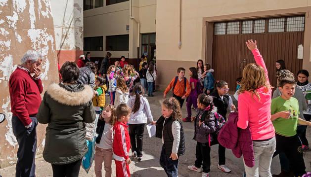 El colegio de Sesma, ubicado en la calle Escuela, en pleno centro de la ciudad.