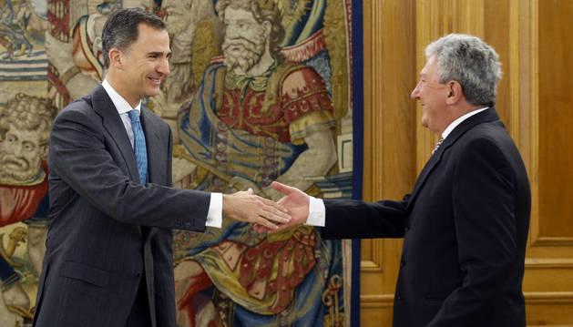 El rey Felipe VI recibe en el Palacio de la Zarzuela al representante de Nueva Canarias, Pedro Quevedo.