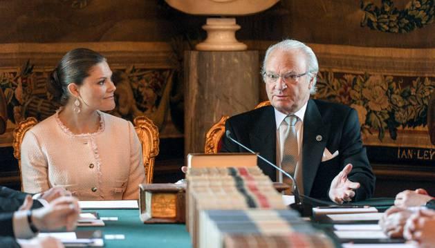 El rey Carlos Gustavo de Suecia y la princesa heredera Victoria.