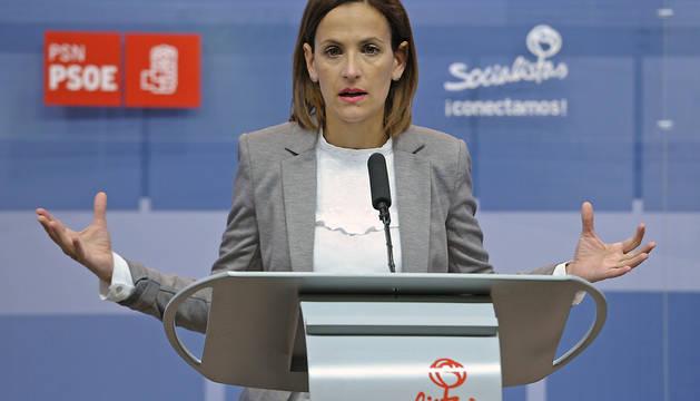 La secretaria general y portavoz parlamentaria del PSN, María Chivite, durante la conferencia de prensa que ha ofrecido este miércoles.