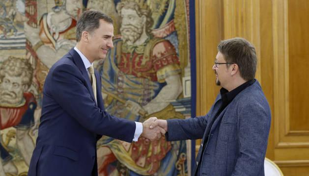 Felipe VI prosigue con En Comú Podem la tercera ronda de consultas