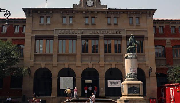 Exterior del C.P. San Francisco, en Pamplona.