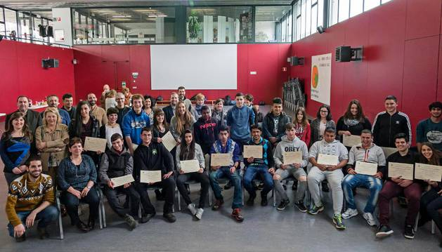 Alumnos, profesores y representantes de empresas que han participado en el LaborESO.