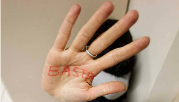 Imagen simulada de una víctima de violencia de género.