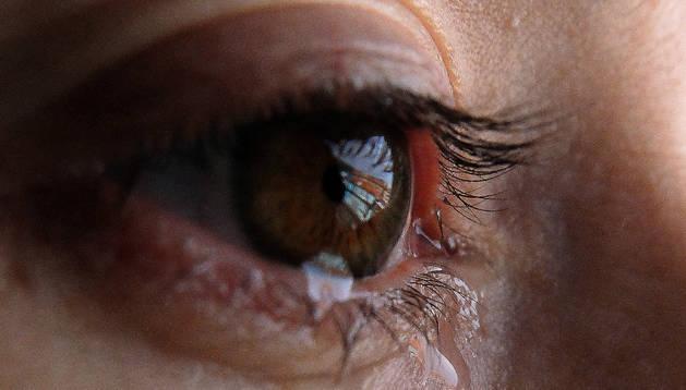 Imagen de archivo de una mujer llorando. La víctima pidió no ser fotografiada.