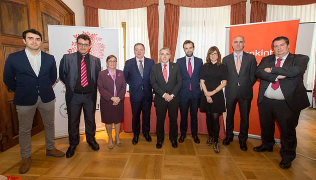 Javier Ventura, Jacinto Soler, Marisa Sainz, Javier Lázaro, Patxi Esparza, Guillermo Sánchez, Patricia López, Iñaki Soto y Fernando Armendáriz.