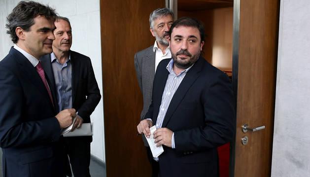 Hualde con el parlamentario del PSN Guzmán Garmendia.