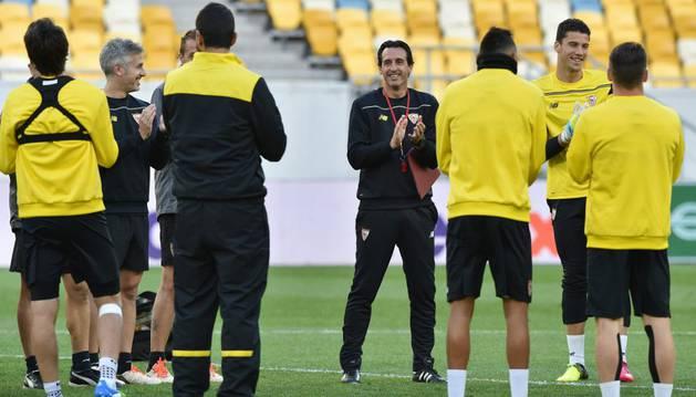 Emery, en el entrenamiento previo del Sevilla.