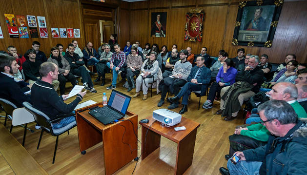 Una de las reuniones celebradas estos meses con los colectivos por la comisión municipal de Festejos.