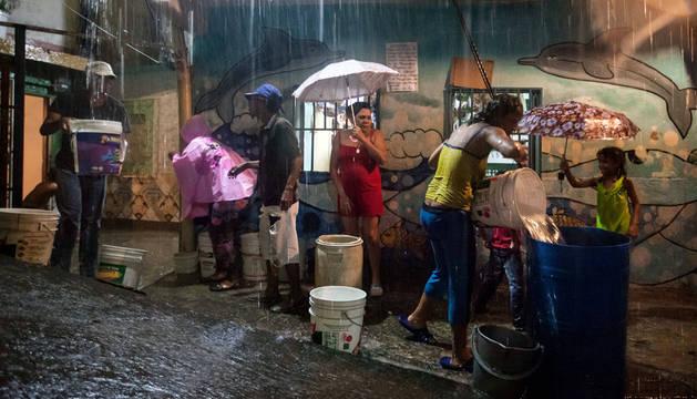 Disturbios en varias ciudades de Venezuela por los cortes de luz y agua