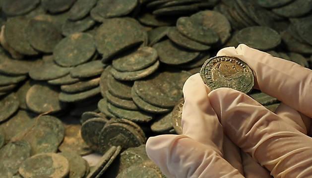 Hallados en Sevilla 600 kilos de monedas  romanas,