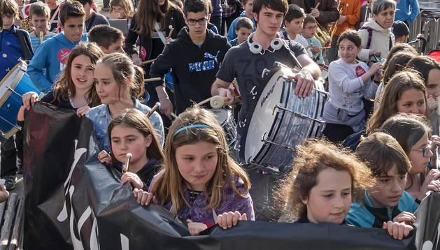 La música se echa a la calle en demanda de una escuela para todos