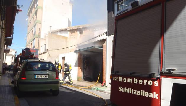 Arde un tractor en una bajera en Cascante, sin causar heridos