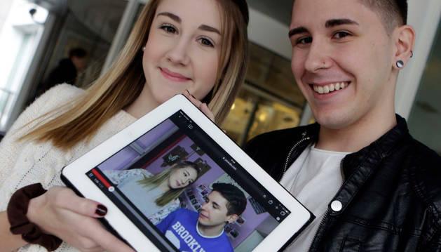 Judith Jaso Romero (15 años) y su hermano Fernando (20).