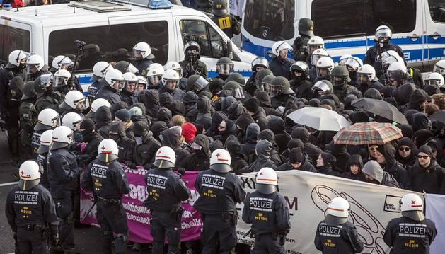 Detenidos 400 antifascistas durante el congreso del partido xenófobo en Alemania