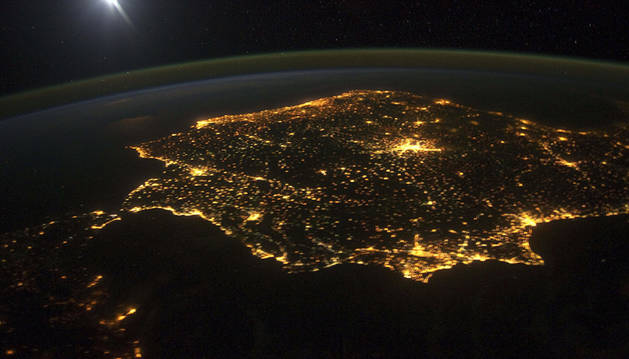 La península ibérica por la noche.