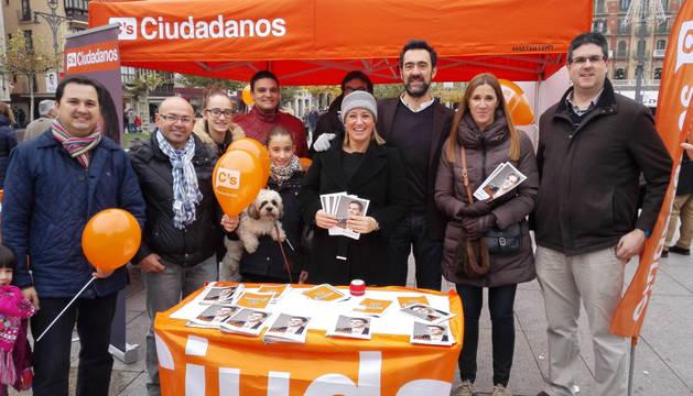 Ciudadanos muestra su programa en la Plaza del Castillo.