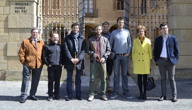 Los nuevos alcaldes de Villatuerta  y Estella viven su primer cambio devaras en el Puy