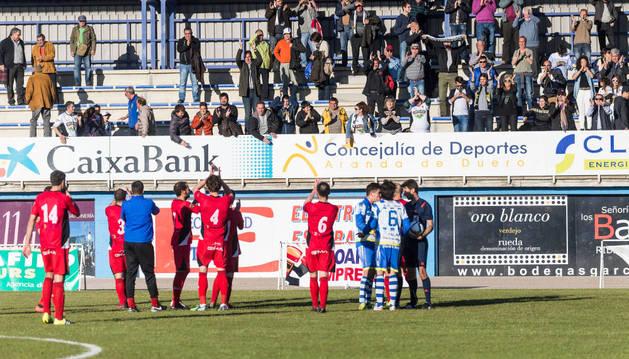 Los seguidores presenten en el estadio El Montecillo, despidieron al Tudelano con aplausos tras derrotar a la Arandina.