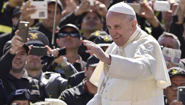 El Papa Francisco, en la plaza de San Pedro.
