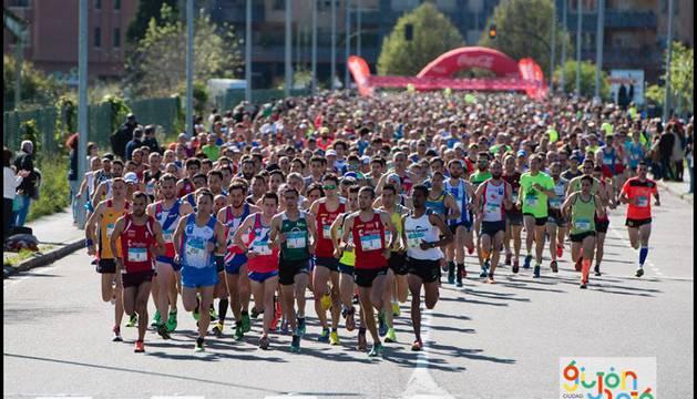 Salida del Medio Maratón de Gijón.