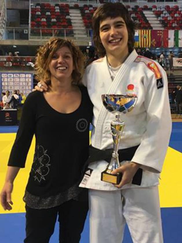 Jaione Ekisoain celebra su título de campeona de España.