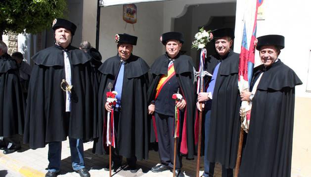 De izda. a dcha., Javier Salvatierra, Santiago Rández, José Luis Pérez (capitán de la hermandad), Manuel Chivite y José Antonio Trincado.