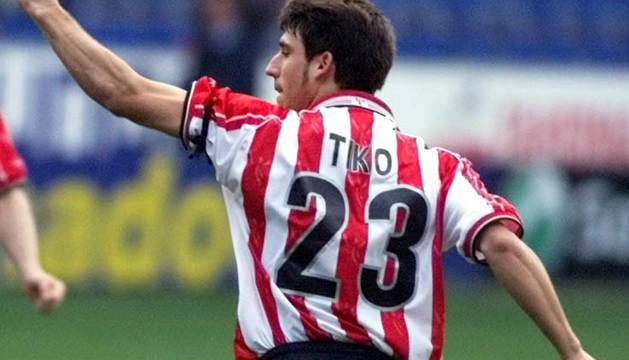 Tiko, con la camiseta del Athletic.