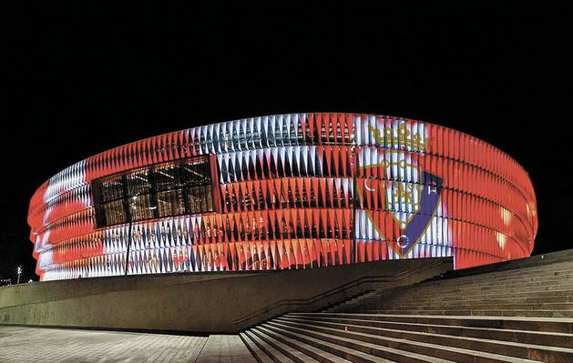 Montaje del estadio de San Mamés iluminado y con el escudo de Osasuna. Se espera una gran afluencia de seguidores navarros el domingo 15 en Bilbao.
