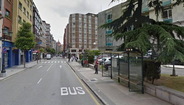 Calle de la Independencia de Oviedo, en la que se iba a producir el desahucio del fallecido.