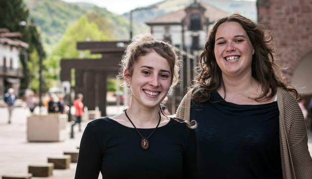 Jóvenes investigadoras premiadas, por el Ayuntamiento de Baztan