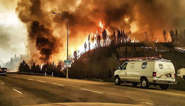Imagen de las llamas durante el incendio en Fort McMurray.