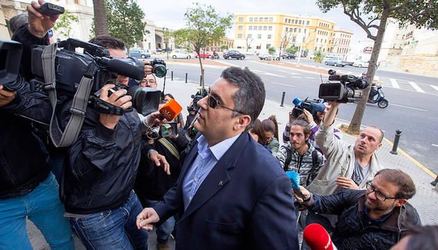 El exdirector del colegio Salesianos de Cádiz, a su llegada a la Audiencia Provincial de Cádiz.