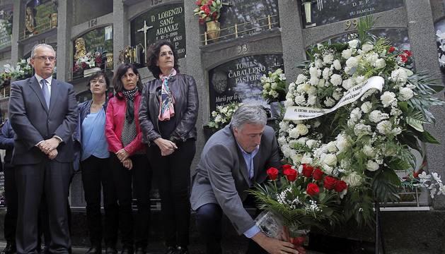 Autoridades y familiares recordaron este 6 de mayo de 2016 el asesinato del concejal de UPN, Tomás Caballero, a manos de la banda terrorista ETA ocurrido el año 1998.