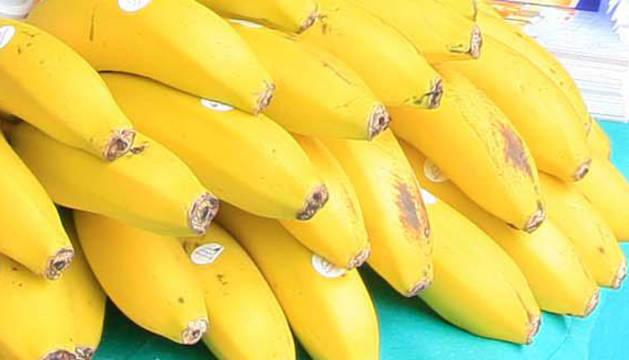 Bananas en un puesto callejero.