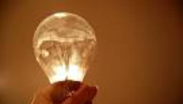 Los consumidores suspenden a las empresas energéticas
