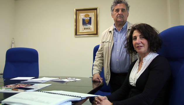 La presidenta del concejo de Arre, Sara Moreno, y Miguel Ángel Sesma, concejante.