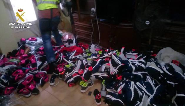 La Guardia Civil se incauta de 40.000 prendas falsificadas en Valencia