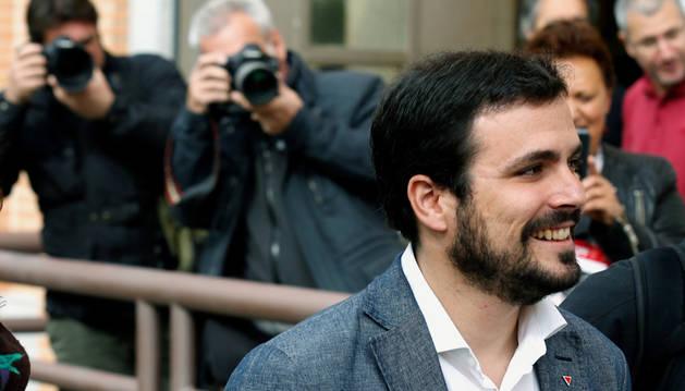 IU exige uno de cada seis puestos de salida en la negociación con Podemos